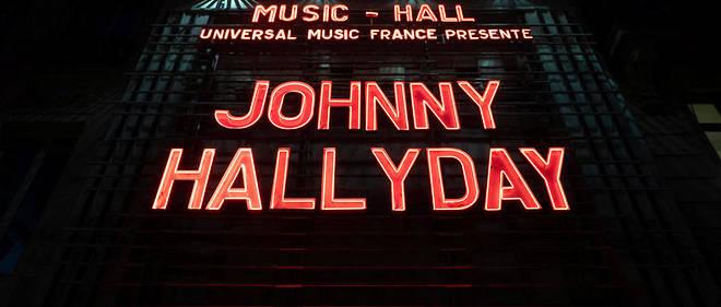 58 ans après son premier concert àl'Olympia, le nom de Johnny Hallyday est de nouveau sur la facade de cette salle mythique pour un unique hommage.