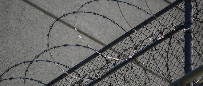 LOS ANGELES, CA - JULY 14: Razor wire is seen on the Metropolitan Detention Center prison as mass arrests by federal immigration authorities, as ordered by the Trump administration, were supposed to begin in major cities across the nation on July 14, 2019 in Los Angeles, California. The U.S. Immigration and Customs Enforcement was expected to be target hundreds of Angelenos for deportation, plus family members and others they encounter and suspect of being undocumented. The city of Los Angeles declared itself a sanctuary city to reflect its policy since the 1970s of not allowing police to help immigration officials because the city wants its immigrant populations to not be afraid to cooperate with police or call in crimes and emergencies. Elected officials and activists have continued to lash out against the raids.   David McNew/Getty Images/AFP, LOS ANGELES, CA - JULY 14: Razor wire is seen on the Metropolitan Detention Center prison as mass arrests by federal immigration authorities, as ordered by the Trump administration, were supposed to begin in major cities across the nation on July 14, 2019 in Los Angeles, California. The U.S. Immigration and Customs Enforcement was expected to be target hundreds of Angelenos for deportation, plus family members and others they encounter and suspect of being undocumented. The city of Los Angeles declared itself a sanctuary city to reflect its policy since the 1970s of not allowing police to help immigration officials because the city wants its immigrant populations to not be afraid to cooperate with police or call in crimes and emergencies. Elected officials and activists have continued to lash out against the raids. David McNew/Getty Images/AFP