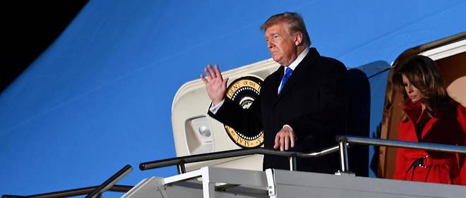 Donald Trump et son épouse Melania sont arrivés en milieu de soirée à l'aéroport de Stansted, non loin de Londres, lundi 2 décembre 2019, pour le sommet de l'Otan.