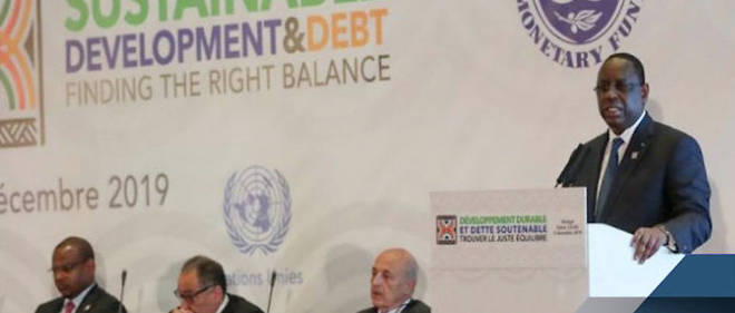 """Le président Macky Sall lors de la conférence de Dakar le 2 décembre sur le thème """"Développement durable, dette soutenable : trouver le juste équilibre""""."""