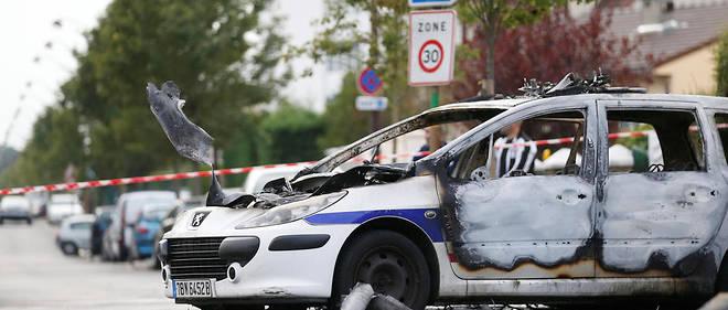 La cour d'assises de l'Essonne rend son verdict dans l'affaire des policiers brûlés au cocktail Molotov à Viry-Châtillon en 2016.