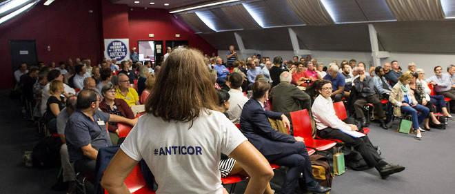 Anticor lors de son université d'été, en septembre 2019. Au premier rang avec la chemise blanche : Éric Alt, magistrat, et vice-président de l'association.