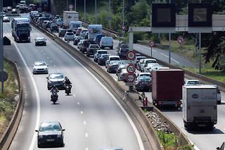 Les bornes des radars tronçonsscannent les plaques des véhicules et calculent combien de temps ils mettent pour parcourir la distance entre deux points.