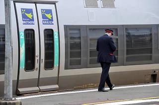 Contrôleur SNCF en Bretagne. L'âge moyen de départ en retraite à la SNCF est de 56,9 ans.