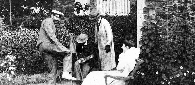AuBosc, en 1896, Henri de Toulouse-Lautrec fait le portrait d'une de ses cousines –sous le regard amusé de Gabriel et Amédée Tapié de Celeyran.
