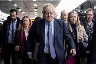 Boris Johnson en route pour Telford, au cœur de l'Angleterre, le 24novembre. Objectif: convaincre avant le scrutin du 12décembre.  ©Dan Kitwood