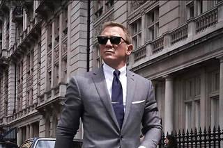 Daniel Craig reprend le rôle de James Bond pour la dernière fois dans Mourir peut attendre.