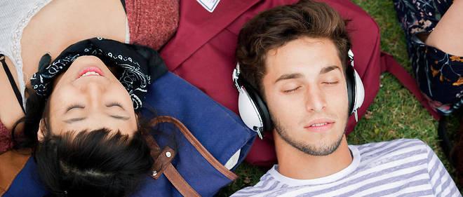 Selon le projet Voltaire, les jeunes entre 15et 25 ans qui écoutent de la musique indie maîtrisent à 63 % les règles d'orthographe. Image d'illustration.