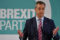 L'europhobe Nigel Farage a renoncé à présenter des candidats aux élections législatives du 12 décembre.