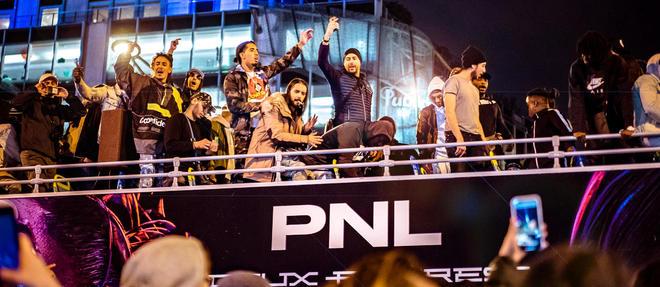 Le groupe PNL sur les Champs-Élysées.