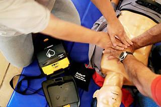 Une crise cardiaque de plus de cinq minutes cause en général des dommages irréversibles au cerveau humain.