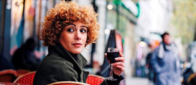 Abnousse Shalmani à la terrasse du bistrot Aux Ours, àParis, le 9novembre.  ©Sébastien Leban