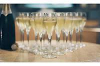 Des produits français tels que le champagne.