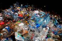 la France produit environ cinq tonnes de déchets par habitant et par an. (Illustration.)
