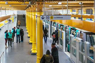 S'il y auratrès peu de métro, la moitié des bus et deux tramways sur trois, «en moyenne», devraient toutefoiscirculer dimanche.