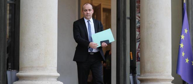 Laurent Berger, secrétaire général de la CFDT, sur les marches de l'Élysée.