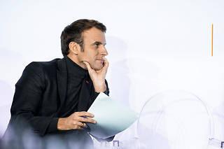Emmanuel Macronau pied du mur avec le projet de loi de réforme des retraites.