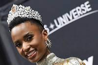 Zozibini Tunzi, âgée de 26 ans, a conquis le titre de Miss Univers ce dimanche à Atlanta, en Georgie.