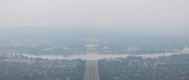 Canberra sous la fumee suite aux importants incendies qui touchent le pays.