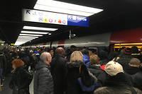 Le RER B était totalement saturé ce lundi matin, comme ici à Châtelet-Les-Halles.