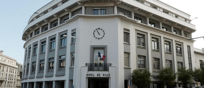 Jean-Baptiste Lemoyne et Didier Guillaume se présentent l'un contre l'autre aux élections municipales à Biarritz.
