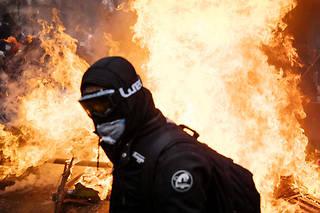 À Paris, une image de l'acte LIIIdu mouvement des Gilets jaunes, le 16novembre 2019, marqué par des heurts entre manifestants et forces de l'ordre sur la place d'Italie.