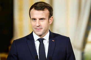 Emmanuel Macron juge que l'emprisonnement des deux chercheurs « est intolérable ».