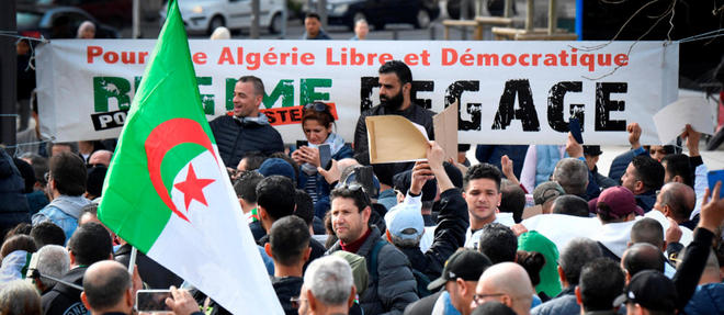 Depuis le 22 février, les Algériens envahissent les rues des villes du pays pour protester contre le pouvoir en place.