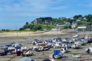 De nombreux Français partent du villagede Barneville-Carteret pour rejoindre l'archipel.