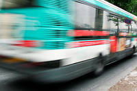 Certains grévistes tentent de bloquer les dépôts de bus pour renforcer la grève. (Illustration)