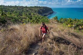 Rando entre le lac Dziani et le cratère de Moya au nord-est de Petite Terre. Mayotte.