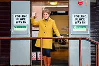 Nicola Sturgeon saluela presse après avoir voté le 12 décembre 2019.