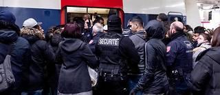 Des usagers du RER B se sont vu interdire de monter dans des voitures,