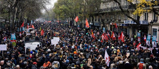 A Paris, le cortège relie République et Nation.