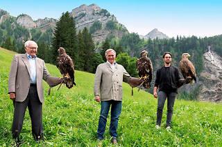 Les Scheufele, propriétaires de Chopard, sur trois générations, pour le lancement de la montre Alpine Eagle.
