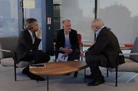 Bernard-Henri Lévy (à gauche), Mikhaïl Khodorkovski (à droite) et Romain Gubert, dans les locaux du «Point».