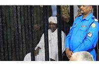 Omar el-Béchir condamné à 2 ans de résidence surveillée pour corruption.