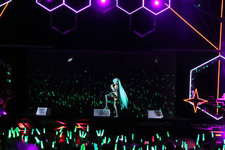 La pop star virtuelle Miku était en concert à Paris jeudi soir, ici une photo de son spectacle à Londres.