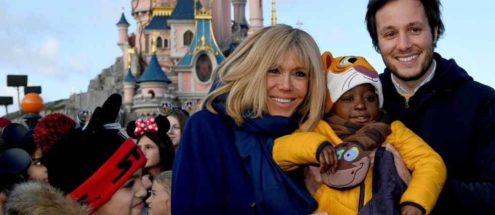 Pieces jaunes: Brigitte Macron et Didier Deschamps a Disney