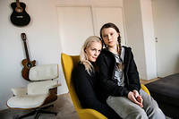 Greta Thunberg (R), 15, poses with her mother, opera singer Malena Ernman, in Stockholm, April 17, 2018. (Photo by Malin Hoelstad/SvD/TT / various sources / AFP) / Sweden OUT
