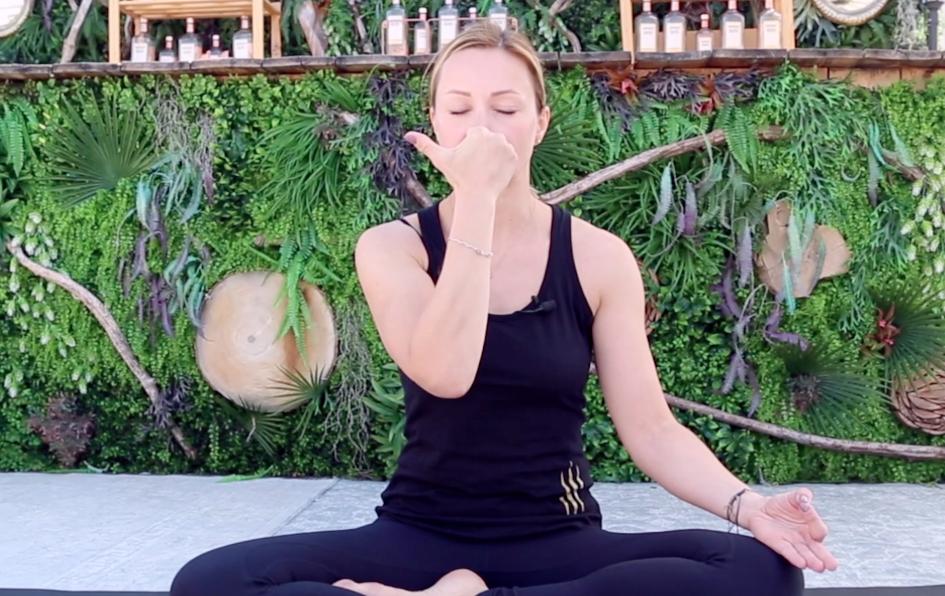 Yoga Chez Soi 20 La Respiration Alternee Le Point