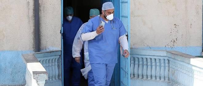 16 membres d'une meme famille ont ete contamines dans la ville de Blida lors d'une visite de membres de la famille venus de France et depuis rentres dans l'Hexagone.