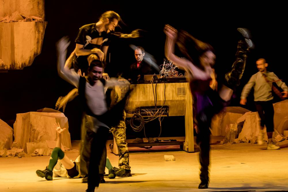 danse,electro, fin du monde ©  CYRIL MOREAU / BESTIMAGE / 00474544 / CYRIL MOREAU / BESTIMAGE