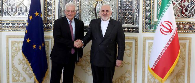 Le haut representant de l'Union europeenne pour les Affaires etrangeres, Josep Borrell (a gauche) pose aux cotes du ministre iranien des Affaires etrangeres Mohammad Javad Zarif, lors d'une rencontre a Teheran, le 3 fevrier 2020.