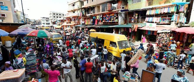 Dans une grande majorite des pays d'Afrique, c'est surtout pour des raisons economiques que le confinement de la population est difficile a imposer.