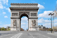 PARIS, FRANCE - MARCH 31: A photo shows empty surroundings of Arc de Triomphe on the 15th day of Confinement decreed by the French Government in Paris, France on March 31, 2020. Julien Mattia / Anadolu Agency