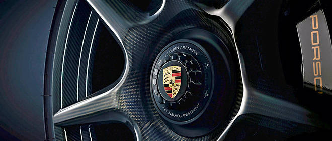 Porsche a propose en 2017 des jantes en carbone specifiquement developpees pour la 911 Turbo S Exclusive Serie.