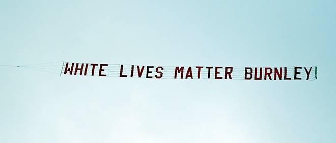 "Banderole ""White Lives Matter"""
