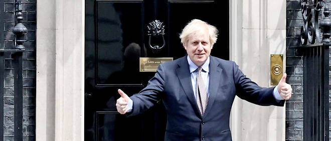 Boris Johnson, devant le 10 Downing Street a Londres, le 8 mai 2020.