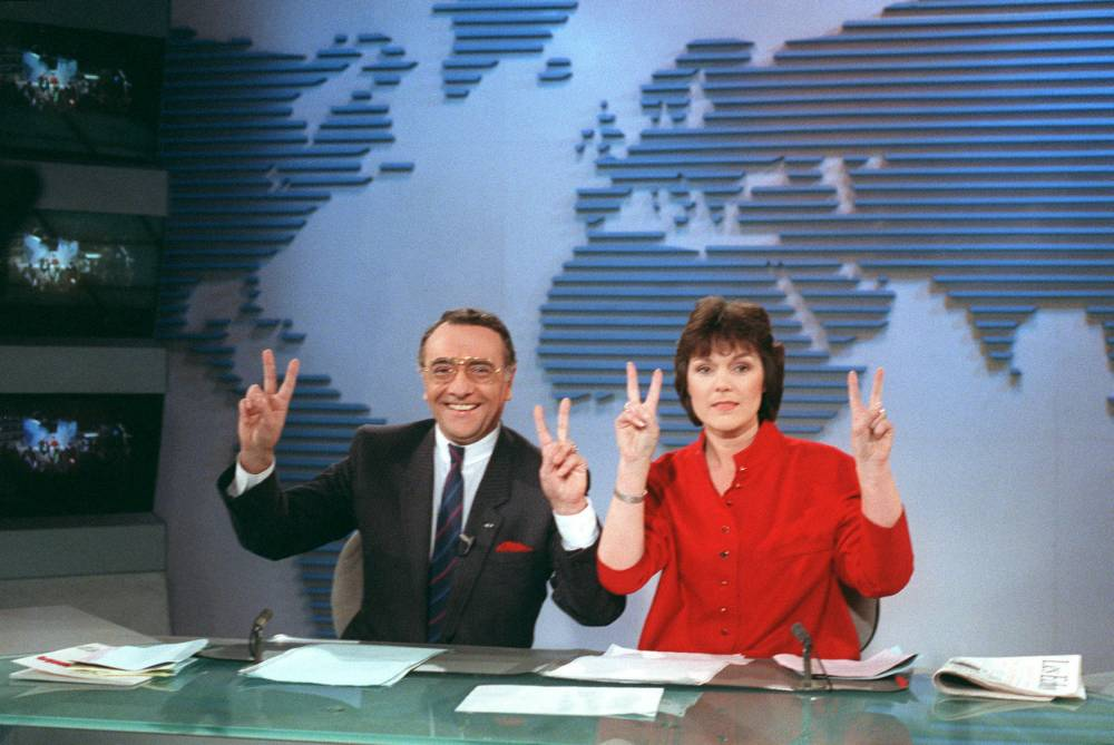 Yves Mourousi, Marie-Laure Augry, JT, TF1,  ©  GEORGES BENDRIHEM / AFP
